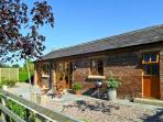 MALTKILN COTTAGE AT CROOK HALL FARM, romantic, luxury holiday cottage, with a garden in Bispham Green, Ref 3995