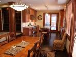 Diningroom seats 10