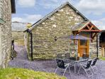 TY ISAF PENRHYDDION, pet friendly, country holiday cottage, with a garden in Betws-Y-Coed, Ref 4481