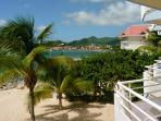At 10 minutes walk from the center of Marigot and its attractions