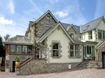BAY VIEW, romantic, luxury holiday cottage, with a garden in Ulverston , Ref 4502