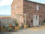 LAVENDER COTTAGE, family friendly, country holiday cottage, with a garden in Neston, Ref 5384