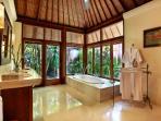 Bunga Wangi Frangipani Suite Bathroom