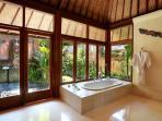 Villa Bunga Wangi Lotus Suite Bathroom
