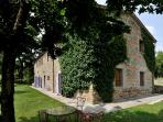 Large Farmhouse with Grounds and Pool in the Arezzo Area - Casa Felice