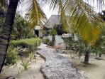 Path from the lagoon to the palapa & villa