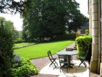 LA CONFIDENTE - Private enclosed area with table, chairs and barbecue