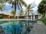 Villa CocoGroove Seminyak Bali  3-bdrm mod luxury
