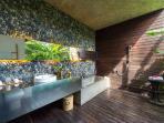 Guest Suite 2 Bathroom CocoGroove