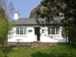 PENLAN, pet friendly, character holiday cottage, with a garden in Beddgelert