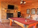 Game Room w/Pool Table & Arcade