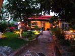 Exquisita casa en jardín mágico
