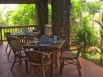 Seating for eight guest on the lanai