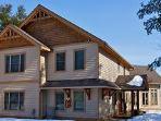 5 bedroom - Luxury Lakeside Retreat