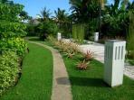 Bali Villa Shanti - garden path to the beach