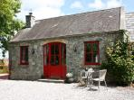THE GRANARY, pet friendly, country holiday cottage, with open fire in Terryglass, County Tipperary, Ref 4672