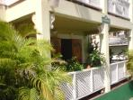 Charming and spacious garden apartment - a few steps away from beach