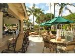 pool side dining/bar