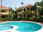 Very quaint villa with 3 terraces, large kid friendly pool & great landscaping