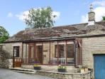 DUNCREST, romantic, character holiday cottage, with open fire in Longnor, Ref