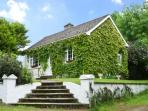 EVERGREEN COTTAGE, pet friendly, country holiday cottage, with open fire in