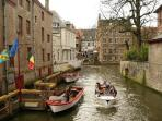 The boats on the canals are on 5 minutes walking from the house