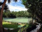Forest Beach Villa On-site Tennis