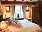 Romantic bedroom with comfortable Queen size bed (160 x 200 cm)
