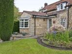 22 BECKSIDE, family friendly, character holiday cottage, with a garden in Nettleham, Ref 8973