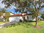 HAZELWOOD: 4 Bedroom Pool and Spa Home with Community Amenities
