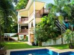 Villa Eliana 450m2 of living area, one apartment , 2 suites, private pool-garden parking