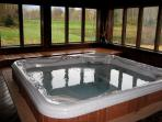 Hot tub/Jacuzzi in Rec Center - 2 min walk from condo