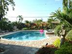 GRAF HILL HOUSE, 2Bed/2Bath Relax in Private Pool!