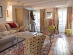 Luxury Artist Apt in Montorgueil. Photos-Paintings