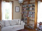 Relax in this bright living room - read a good book or simply enjoy the view.