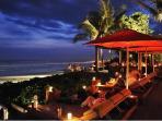 Ku De Ta Bar - A few minutes drive or a 20 minute walk along the beach
