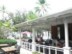 World class beachfront restaurants, cafes, bars and boutiques of Palm Cove