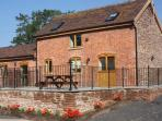 THE STABLES, pet friendly, country holiday cottage, with a garden in Little Cowarne, Ref 12137