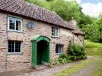 HADDEO COTTAGE, pet-friendly, character holiday cottage, with a garden in Dulverton, Ref 8446