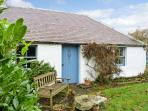 GATESIDE FARM COTTAGE, pet friendly, country holiday cottage, with a garden in Fossoway, Ref 11369