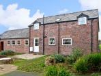 THE BARN, family friendly, country holiday cottage, with a garden in Rossett, Re