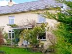 MAJESTIC, pet friendly, character holiday cottage, with a garden in Shaftesbury, Ref 12541