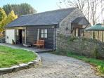 LYNHER COTTAGE, romantic, character holiday cottage, with a garden in Hatt, Ref 11437