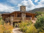Luxurious Log Cabin Near Moab & Red Rock Canyons!