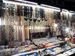 One of the pearl stalls at Greenhills Shopping Center