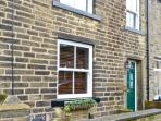 HOBBITON, holiday cottage with a garden in Haworth, Ref 12569