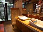 Huge bathrooms with views of the jungle