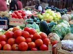 Farmers Market 5 minuts away
