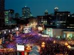 Enjoy the city's famous festivals. Place des Arts is at 1.2 km or 2 metro stops, or go by BIXI!