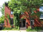 Located just 10 minutes from downtown and Old Montreal, near the Lachine Canal and the trendy Atwater Market.